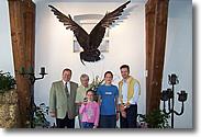 Herr Buschkowsky, Frau Henri und Herr Schmeitzner (Neffe von Wolf Henri) mit seinen Kindern